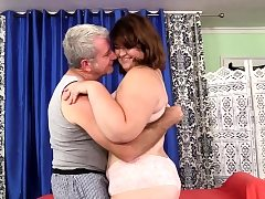 Obese Honey Receives a Raunchy Rubdown