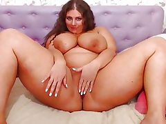Round Cam Girl with Humungous Funbags Juggling (no sound)